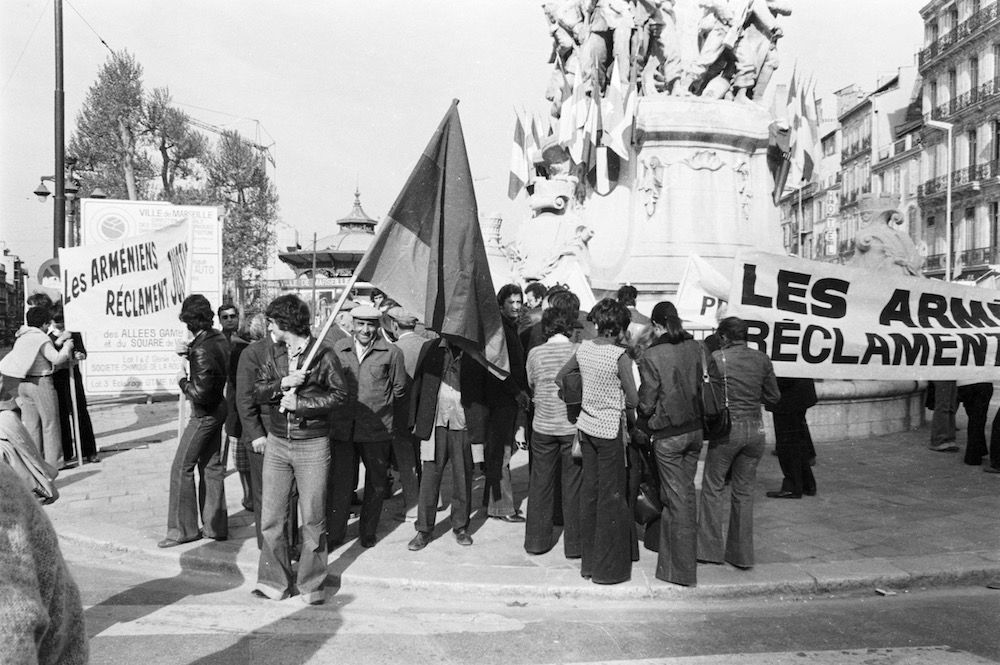 coll-vheloyan-manif-24avril1977-0026 - Year: 1977