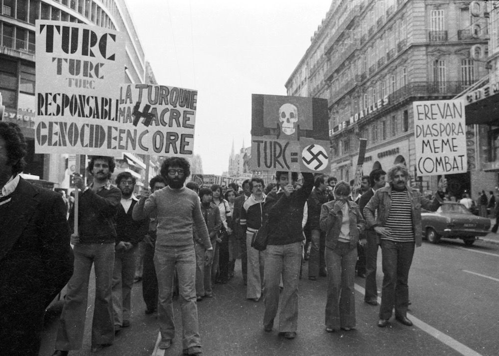 coll-vheloyan-manif-24avril1977-0032 - Year: 1977