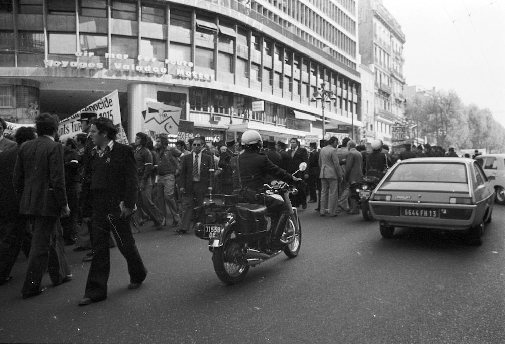 coll-vheloyan-manif-24avril1977-0033 - Year: 1977
