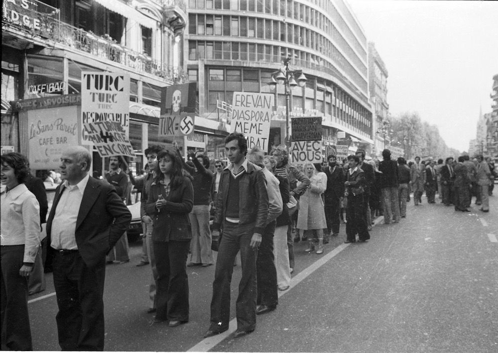 coll-vheloyan-manif-24avril1977-0061 - Year: 1977