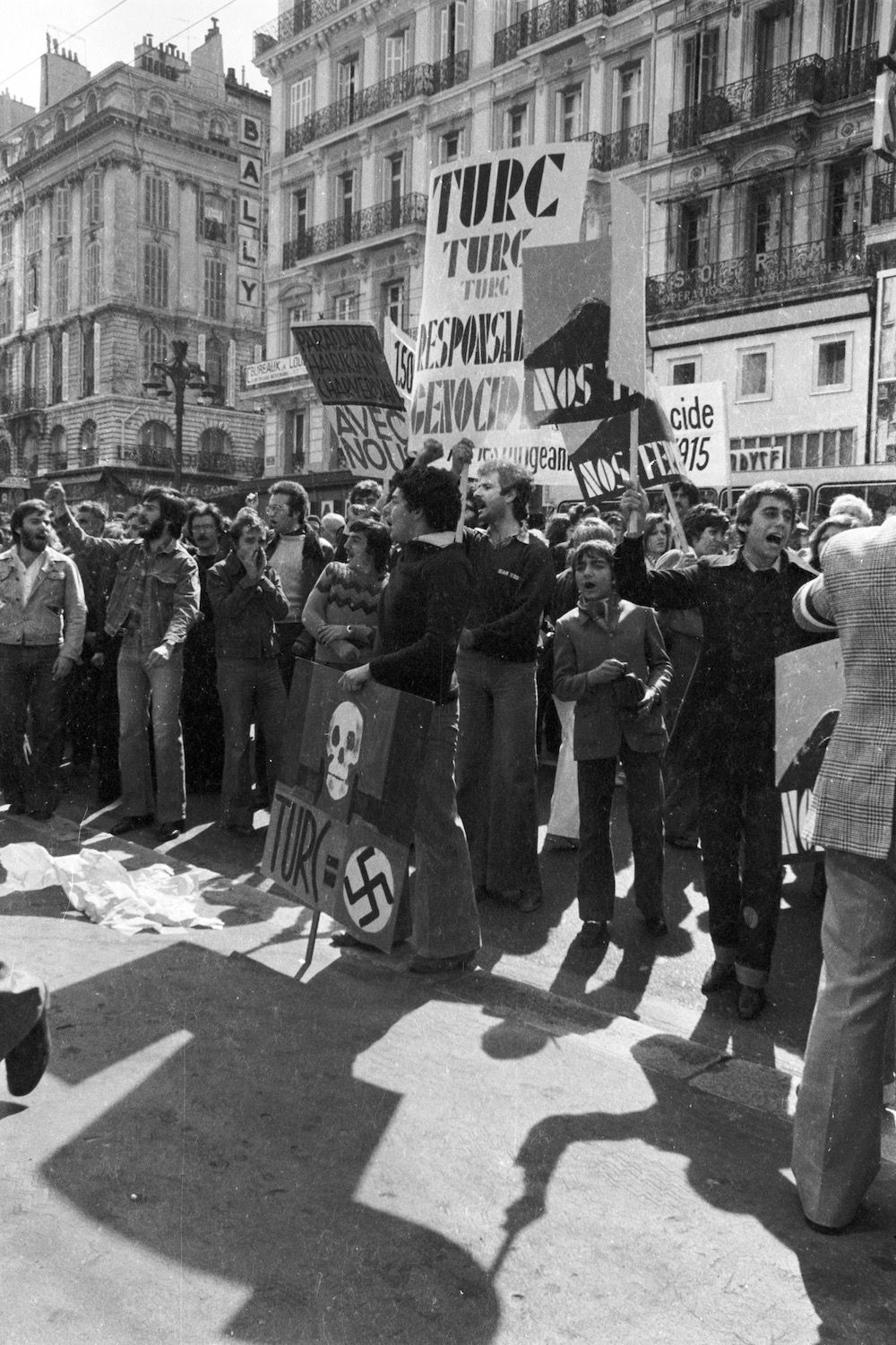 coll-vheloyan-manif-24avril1977-0062 - Year: 1977