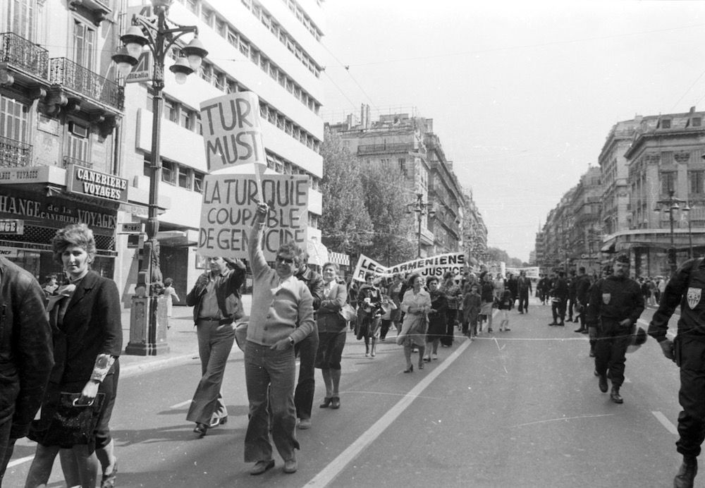 coll-vheloyan-manif-24avril1977-0066 - Year: 1977